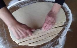 Za ručku, ručno formirati 3 komada špage debljine 2cm